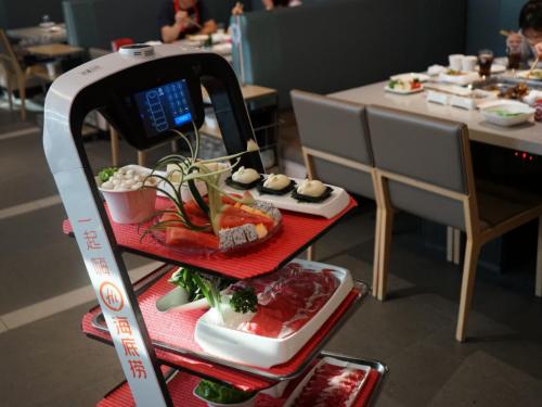 普渡科技亮相中国智慧餐饮创新峰会,技术驱动餐饮回归服务