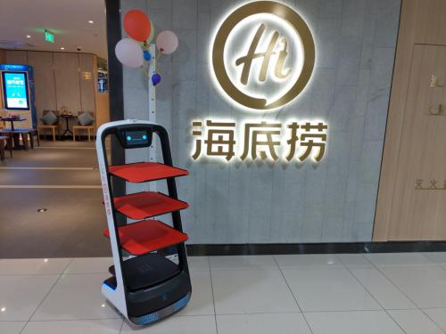 送餐机器人成深圳机器人产业重要支柱