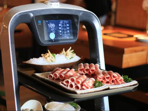 普渡送餐机器人助力呷哺呷哺智慧餐厅