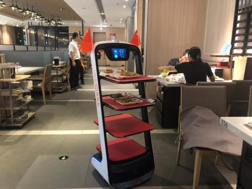 送餐机器人不放假,机器人七天无休服务3000桌顾客