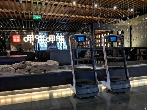 中国市场这么大,送餐机器人助力4万亿餐饮业转型