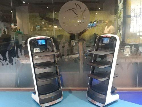 """中国送餐机器人落地新加坡,向世界传递""""中国智造""""名片"""