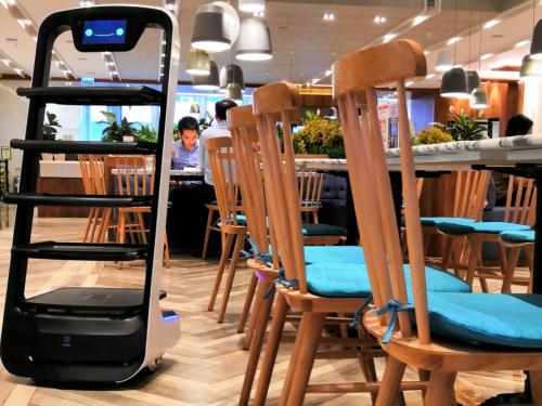 智能机器人引领中国餐饮特色服务