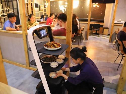 """避开""""伪需求""""陷阱,普渡科技发掘餐饮机器人市场刚需"""