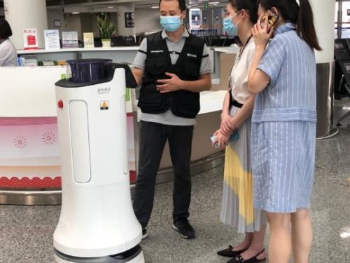 疫情反弹,普渡消毒机器人驰援重庆江北机场