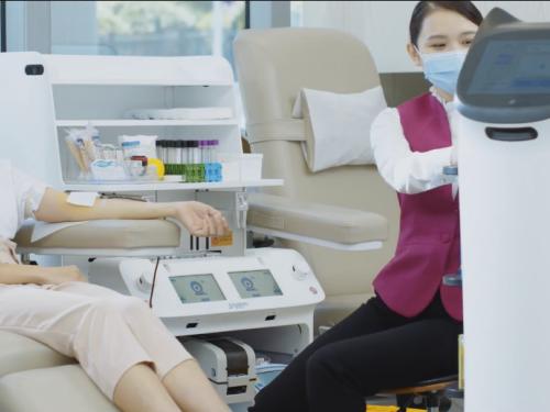 普渡送餐服务机器人助力智慧献血服务