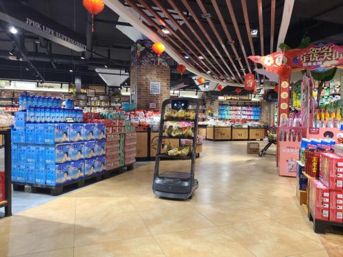 普渡配送机器人上岗兰州精品超市,适用于各种室内场景!