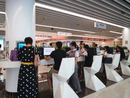 深圳首个5G智慧化行政服务大厅引入机器人欢乐送,一度引起人们热议!