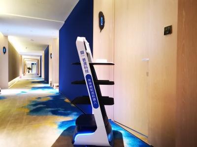 深圳汉庭酒店(海上世界店)密接隔离点,普渡机器人来了!
