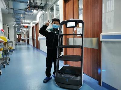 欢乐送机器人走进成都公共卫生临床治疗中心