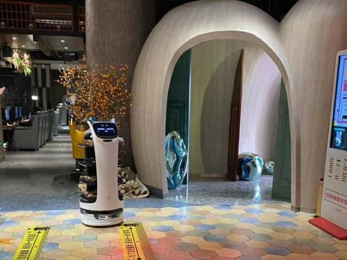 电竞时代,普渡配送机器人助力电竞网咖新升级!